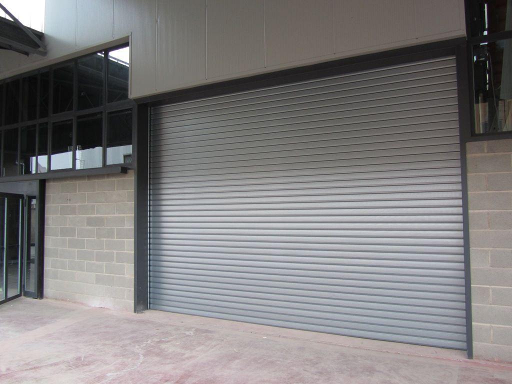 mantenimiento de puertas industriales